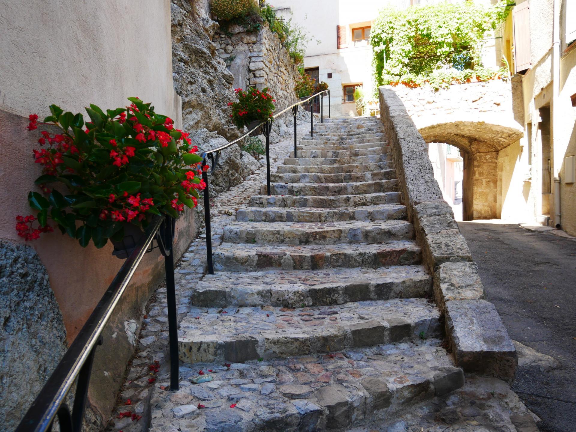 Callas village perche en provence verte proche gorge du verdon et saint raphael 11 2