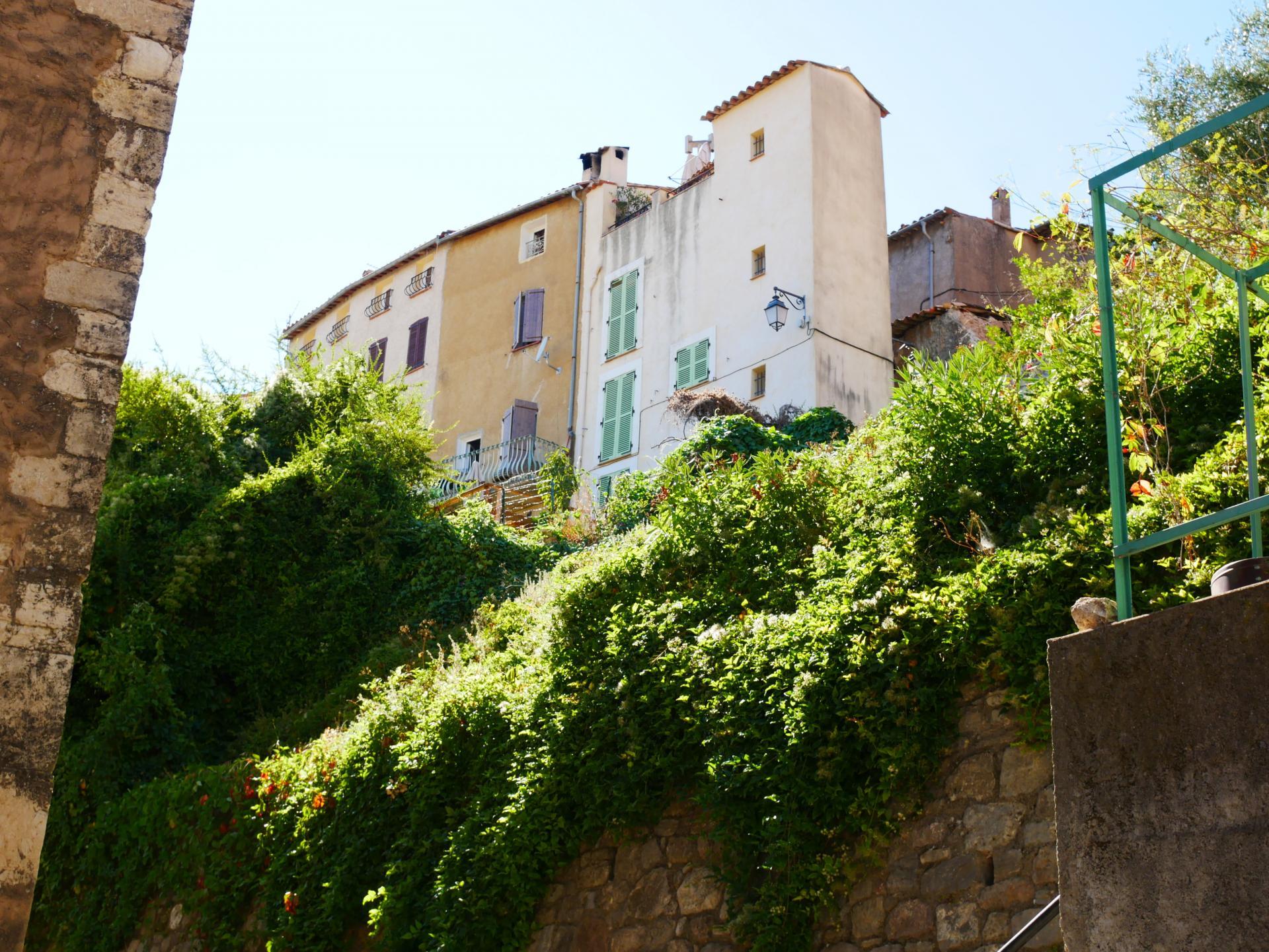 Callas village perche en provence verte proche gorge du verdon et saint raphael 13 2