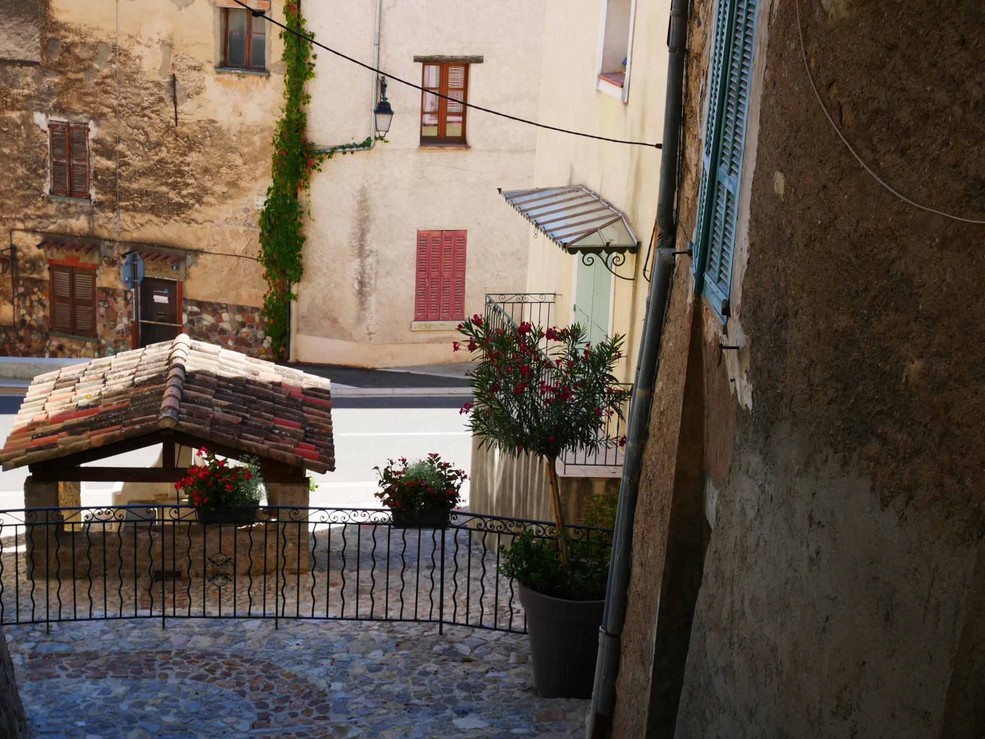 Callas village perche en provence verte proche gorge du verdon et saint raphael 5 2
