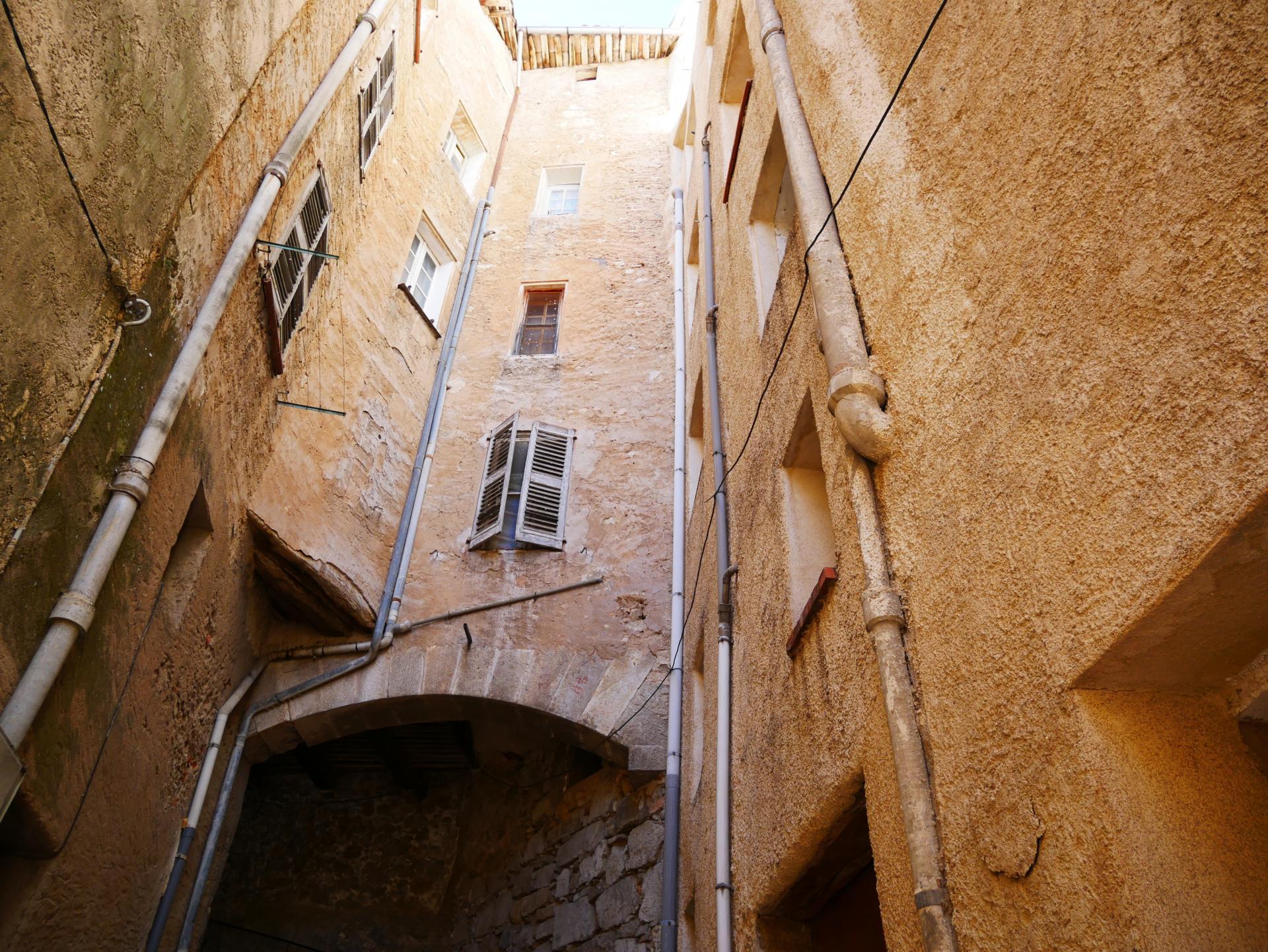 Callas village perche en provence verte proche gorge du verdon et saint raphael 6 2