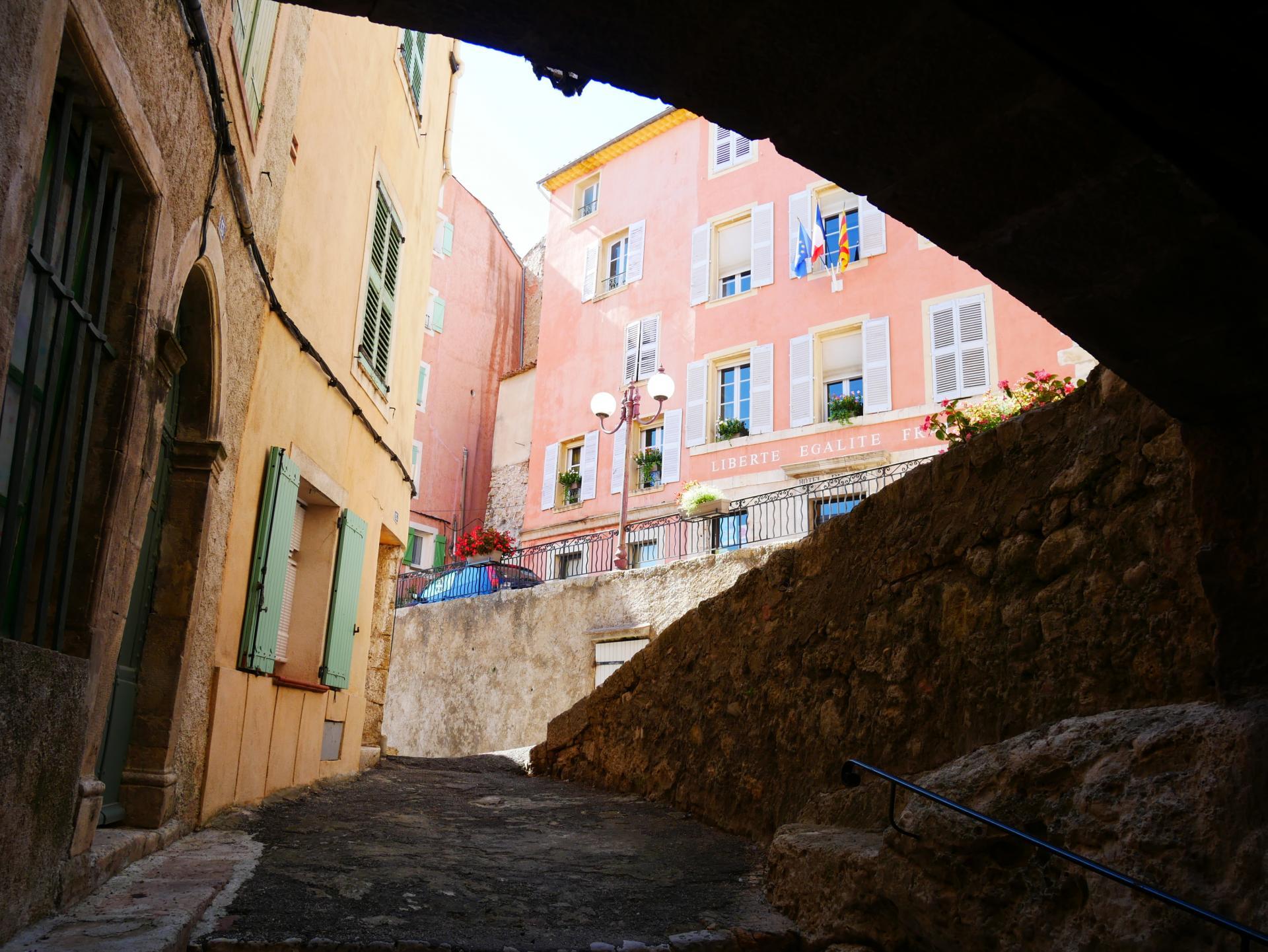Callas village perche en provence verte proche gorge du verdon et saint raphael 8 2